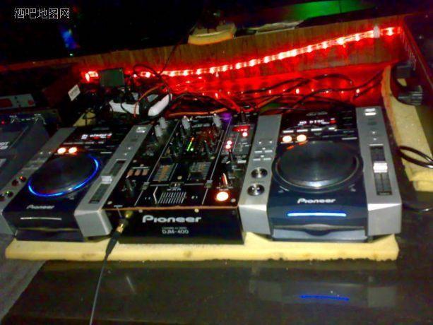 Оборудование для ночного клуба и DJ контроллер - 1