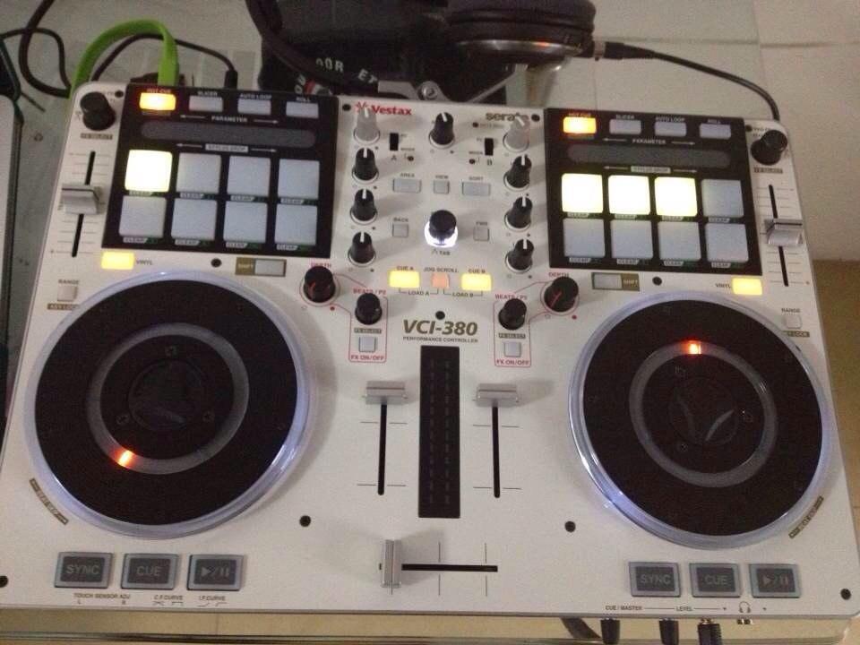 Оборудование для ночного клуба и DJ контроллер - 5