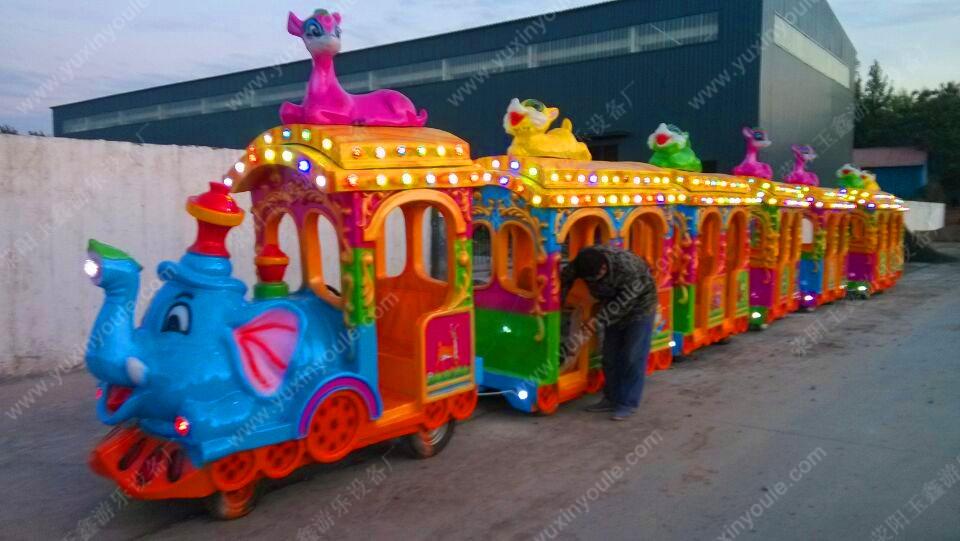 """Детский прогулочный паровозик """"Слоник"""" и два вагона (111-100) - 2"""