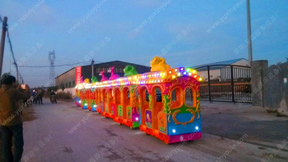 """Детский прогулочный паровозик """"Слоник"""" и два вагона (111-100) - 1"""